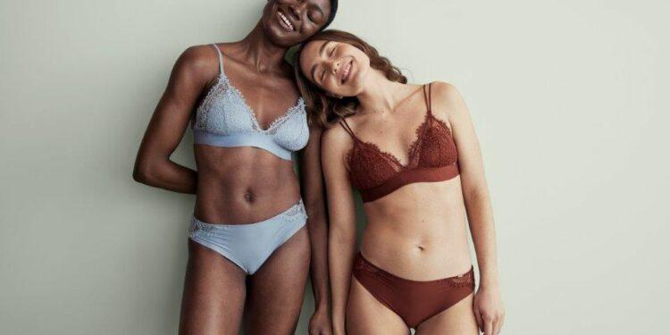 Lindex' undertøjskampagne handler om naturlige personer, som identificerer sig selv som kvinder. De er alle i forskellige situationer og veje i livet, hvor de på en stolt og selvsikker måde reflekterer over deres bryster og tager ejerskab over deres metaforer.